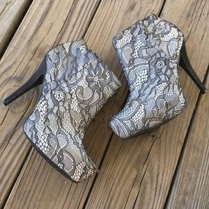 Qupid Black White Lace Ankle Booties Sz 11